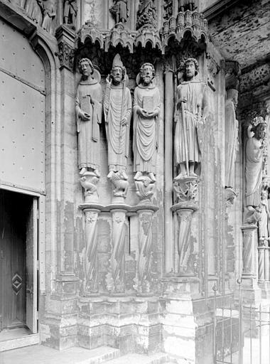 Portail du croisillon sud, porte côté ouest, ébrasement droit : saint Vincent d'Espagne, saint Denis, saint Piat, saint Georges