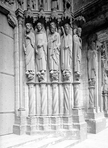 Portail du croisillon sud, porte centrale, ébrasement droit : saint Paul, saint Jean, saint Jacques le Majeur, saint Jacques le Mineur, saint Barthelémy