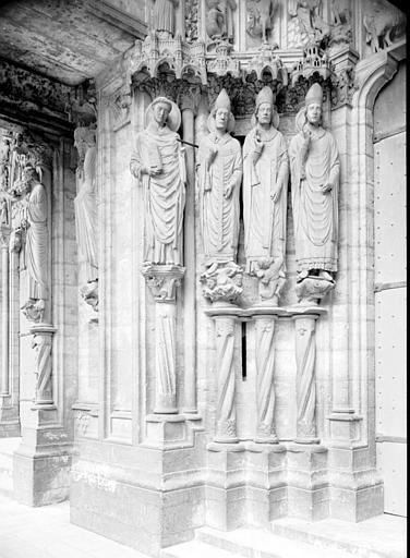 Portail du croisillon sud, porte côté est, ébrasement gauche : saint Laumes, saint Léon, saint Ambroise, saint Nicolas