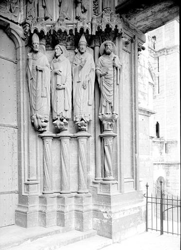 Portail du croisillon sud, porte côté est, ébrasement droit : saint Martin, saint Jérôme, saint Grégoire le Grand, saint Avit