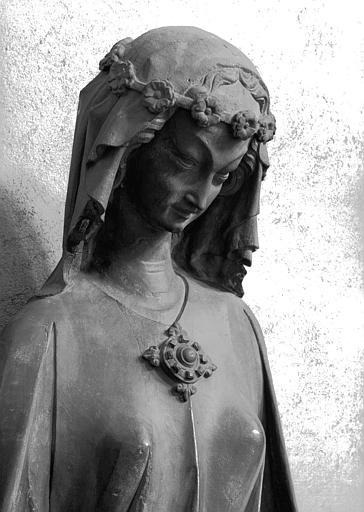 Statue en pierre, provenant du portail sud de la façade de la cathédrale :Vierge folle