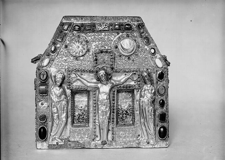 Châsse de Bégon III : face antérieure, feuille d'or et divers métaux sur âme de bois et pierres précieuses