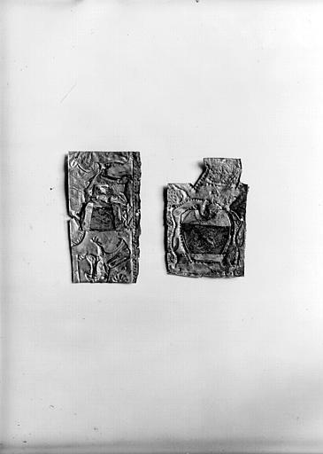 Châsse de Bégon III : plaque en morceaux qui aveuglaient les ouvertures