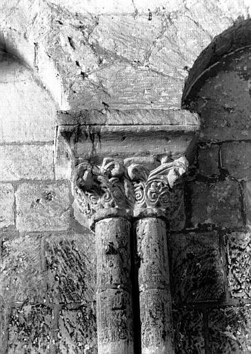 Nef, arcature du mur nord : chapiteaux jumelés