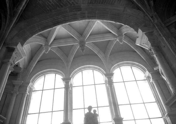 Intérieur de l'abside : chapelle rayonnante, voûtes, état après restauration