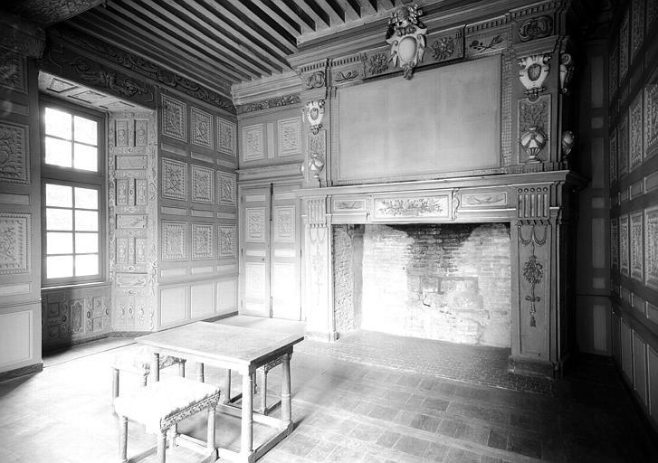 Premier étage, angle nord-ouest : chambre dite de Louis XI