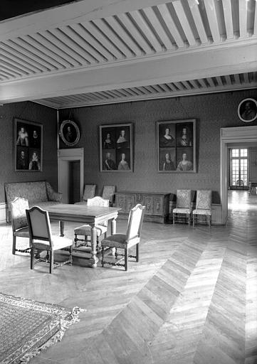 Premier étage, aile est : Salon des Portraits