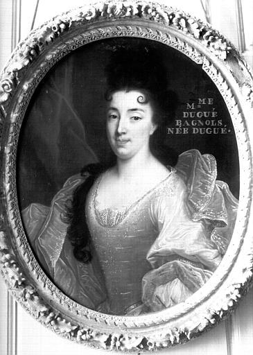 Premier étage, aile est, Grand Salon :  portrait de Mme Dugué-Bagnols, buste