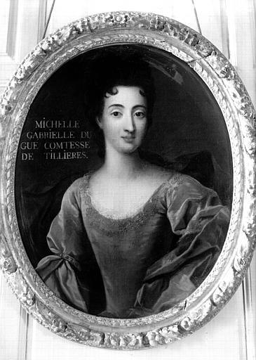 Premier étage, aile est, Grand Salon :  portrait de Michelle Gabrielle Dugué Comtesse de Tillières, buste