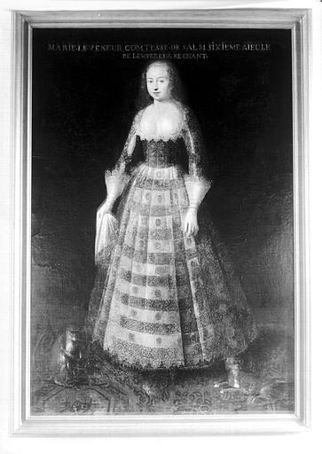Premier étage, aile est, Salle à manger : portrait en pied de Marie Le Veneur Comtesse de Salm