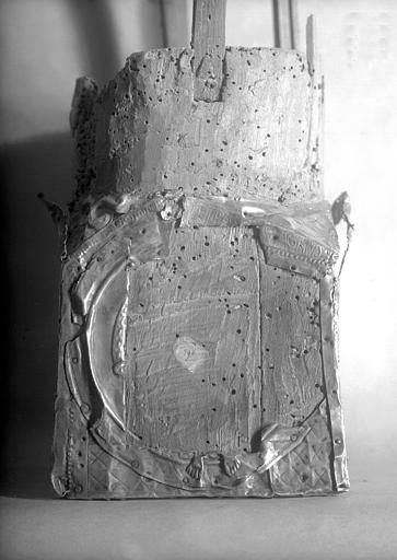 Lanterne de saint Vincent dite de Bégon, socle, face 1 : inscription Stet Pastor et Agnus