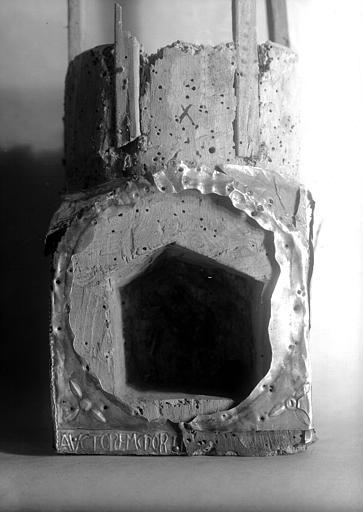 Lanterne de saint Vincent dite de Bégon, socle, face 2 : inscription Anctorem Mortis
