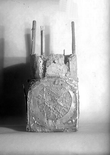 Lanterne de saint Vincent dite de Bégon, socle, face 4 : inscription, Sic noster David Satanam Superavit