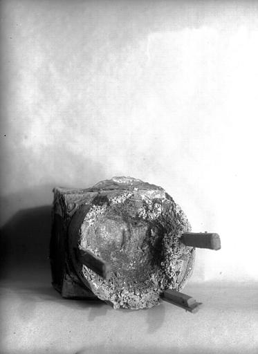 Lanterne de saint Vincent dite de Bégon : intérieur du pied, état avant restauration
