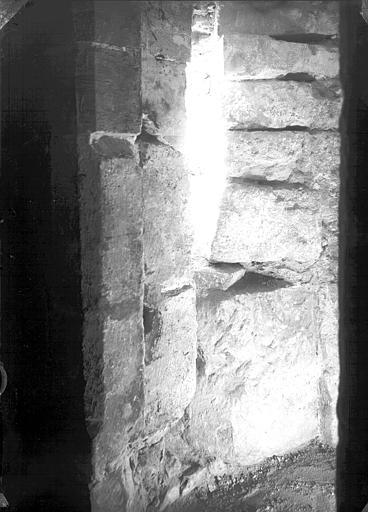 Crypte : dégagement de l'abside de la chapelle de Dagobert côté nord