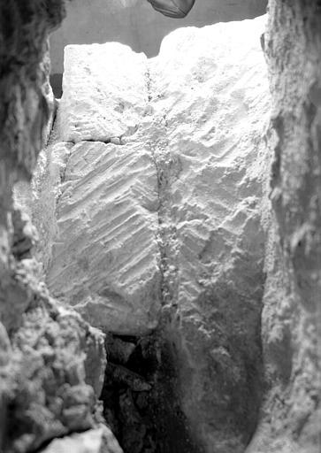 Crypte, abside de la chapelle de Dagobert : deux assises