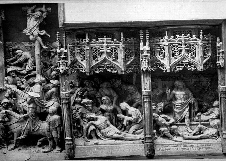 Retable en bois sculpté, école flamande, partie à senestre : Déposition de Croix, Résurrection