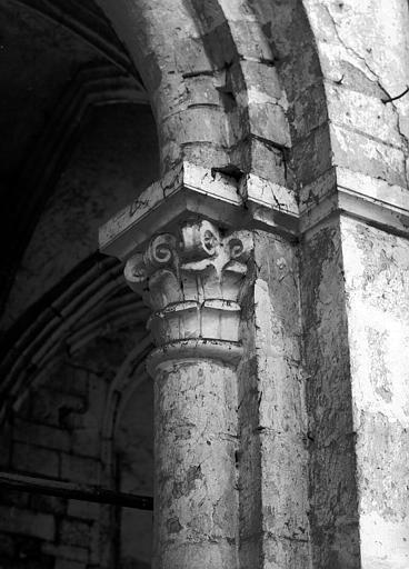 Chapiteau de la première pile nord de la nef, face est