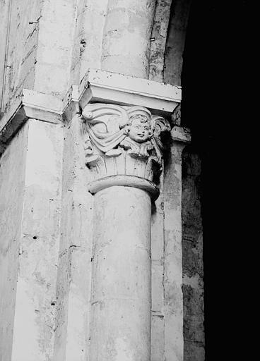 Chapiteau de la nef côté nord, première pile, face ouest