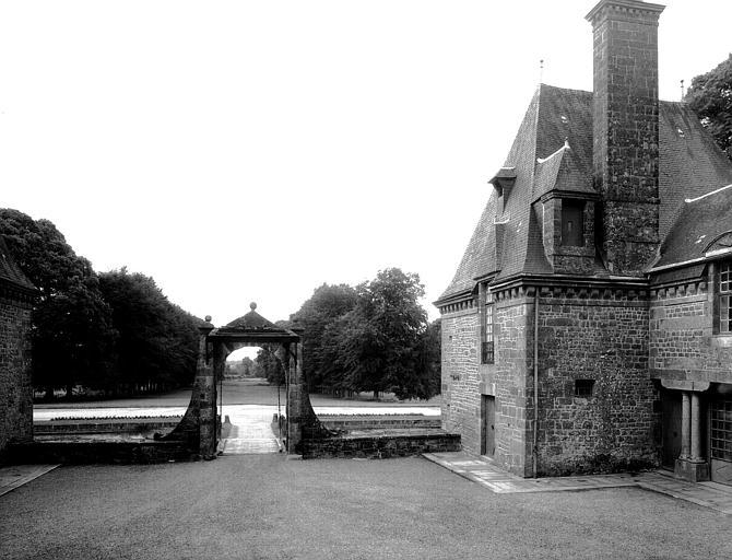 Porte de la cour d'honneur
