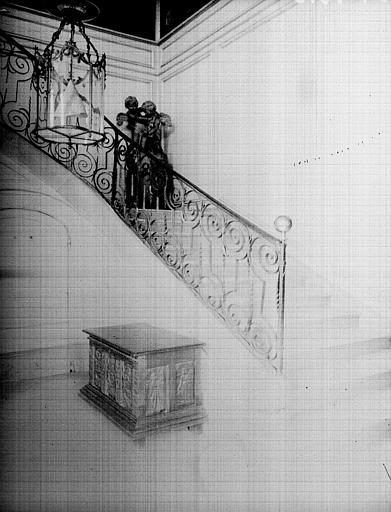Intérieur : départ d'escalier