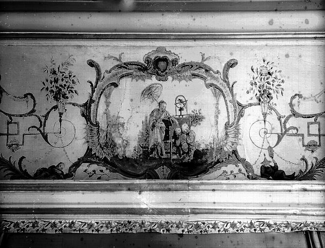 Intérieur : décoration d'une partie de la corniche du plafond