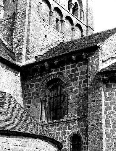 Extérieur : fenêtre haute de la travée droite du choeur, côté sud
