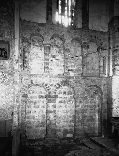 Intérieur : mur nord de la travée droite, arcatures