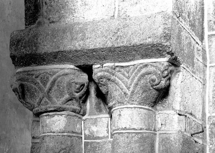 Pile nord-est de la croisée : chapiteaux des colonnes jumelées côté collatéral nord