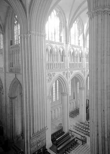 Pile sud-ouest de la croisée et deux travées de la nef, vers le sud-ouest