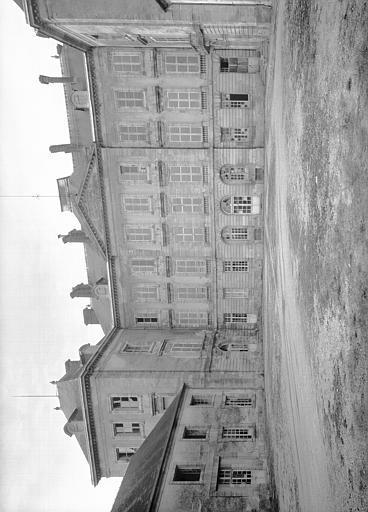 Bâtiment central sur la cour d'honneur