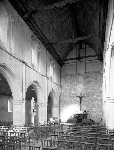 Maçonnerie limitant la partie de la nef restaurée