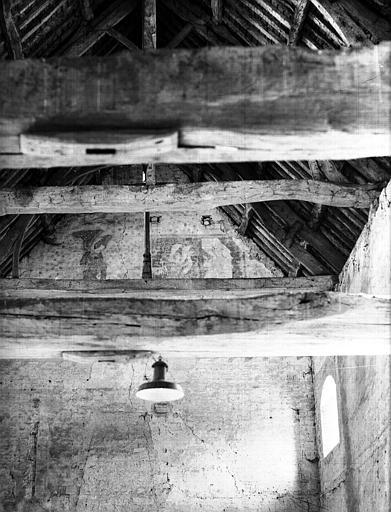 Dortoir : restes de peintures murales sur le mur intérieur d'un pignon