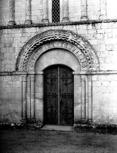 Portail de la façade ouest, restauration terminée