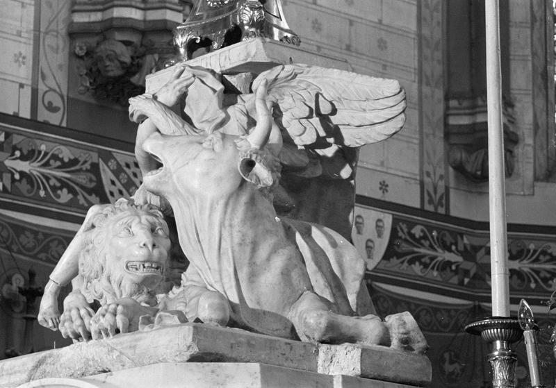Groupe sculpté : les symboles des évangélistes, de trois quarts gauche