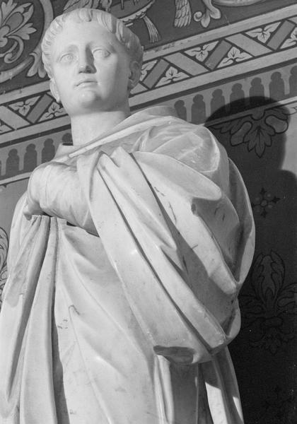 Statue : saint Benoit, détail du buste de trois quarts gauche