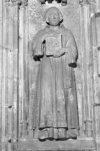 Monument funéraire de Pierre de Roquefort, statue grandeur nature (à gauche) : archidiacre