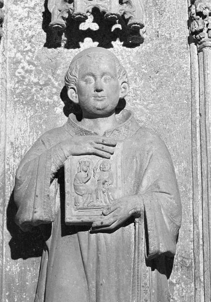 Monument funéraire de Pierre de Roquefort, statue grandeur nature (à gauche) : archidiacre, détail du buste