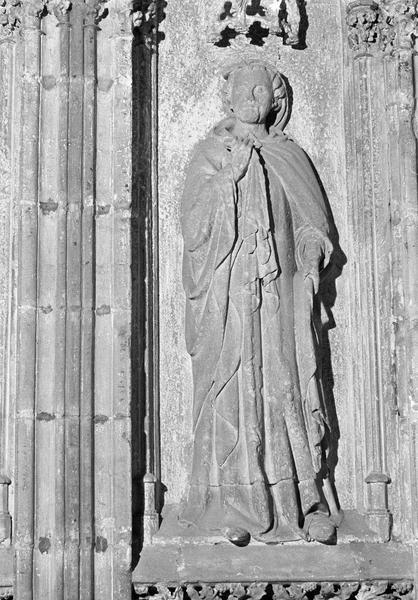 Monument funéraire de Pierre de Roquefort, statue grandeur nature (à droite) : archidiacre
