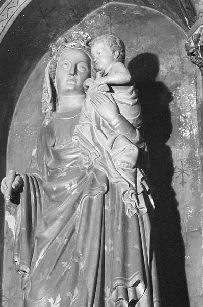 Statue : Vierge à l'Enfant, détail à mi-corps de trois quarts gauche