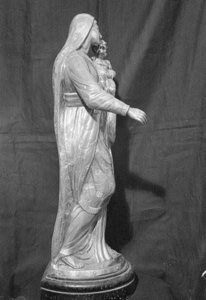 Statuette en argent : Vierge à l'Enfant, profil droit