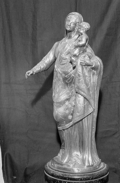 Statuette en argent : Vierge à l'Enfant, de trois quarts gauche