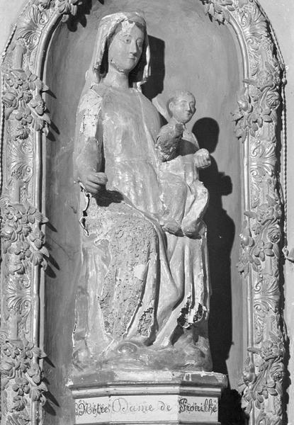 Statue en bois : Vierge à l'Enfant assise dite Notre-Dame de Prouilhe, de trois quarts droit