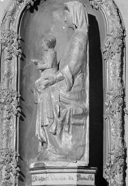 Statue en bois : Vierge à l'Enfant assise dite Notre-Dame de Prouilhe, profil gauche