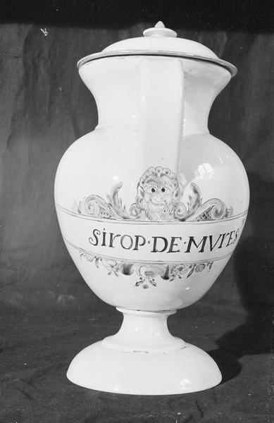 Pot à pharmacie en faïence de Marseille avec inscription 'Sirop de mûres', de face