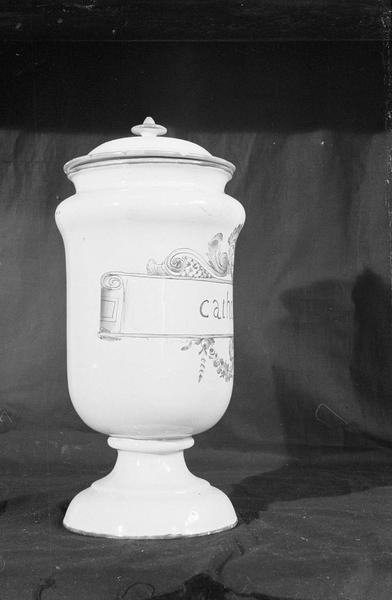 Pot à pharmacie en faïence de Marseille avec inscription 'Catholi D', profil droit