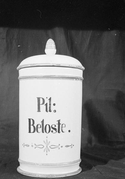 Pot à pharmacie en faïence de Marseille avec inscription 'Pil : Beloste', de face