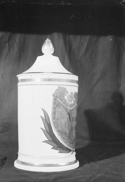 Pot à pharmacie en faïence de Marseille avec inscription 'Verge d'or', profil droit