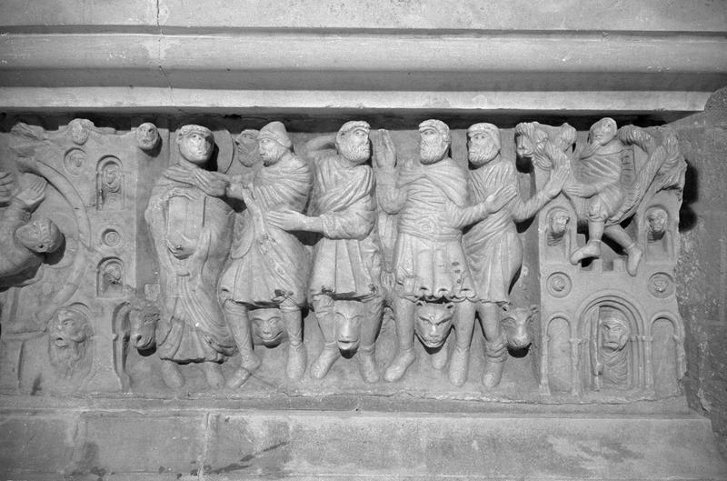 Sarcophage servant d'autel, détail face avant côté droit : scène de l'arrestation de saint Sernin évangélisateur