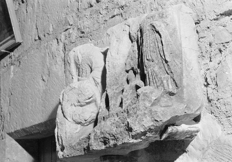Bas-relief, fragment : Le Supplice subi par les Martyrs de Caunes, de trois quarts face